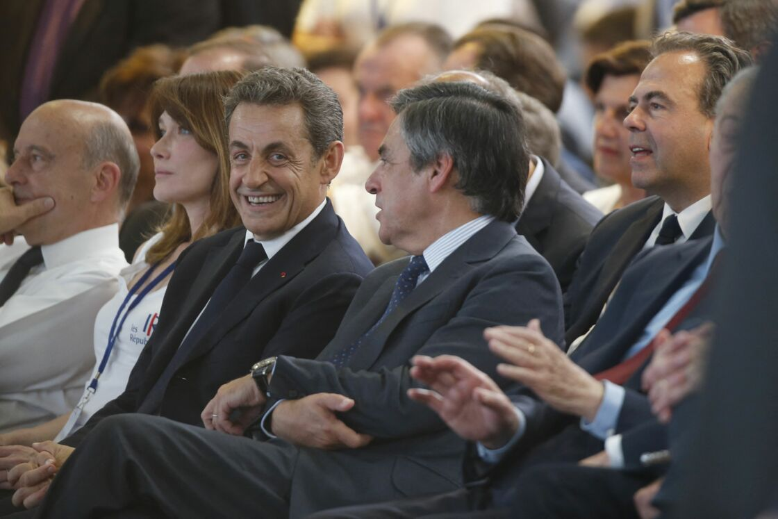 Gérard Larcher, Alain Juppé, Carla Bruni-Sarkozy, Nicolas Sarkozy, François Fillon, Luc Chatel - Congrès fondateur des Républicains au Paris Events Center de la Porte de la Villette, à Paris le 30 mai 2015.