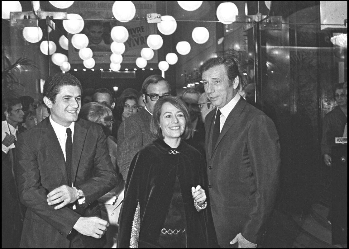 CLAUDE LELOUCH , ANNIE GIRARDOT ET YVES MONTAND LORS DE LA 22EME NUIT DU CINEMA AU THEATRE MARIGNY EN 1967