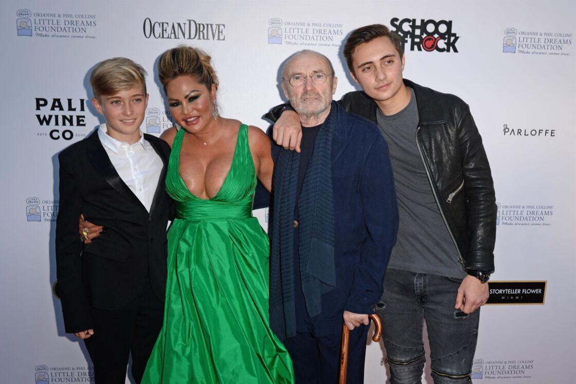 Phil Collins, Orianne Cevey, et leurs deux fils, Nicholas et Matthew.