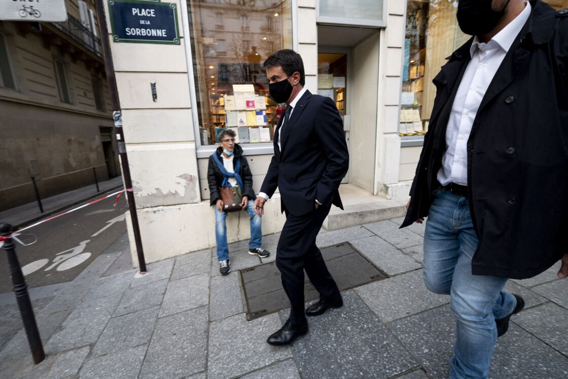 Manuel Valls se rend à l'hommage rendu à Samuel Paty à la Sorbonne, à Paris le 21 octobre 2020.