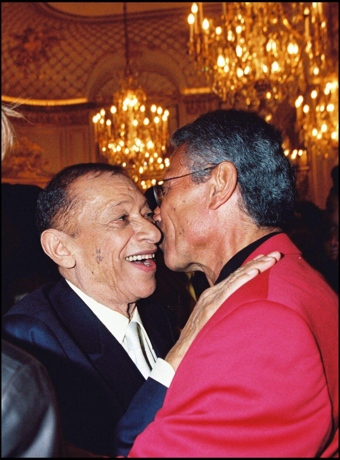 Henri Salvador et Jean-Marie Périer le soir de la première d'Henri Salvador à l'Olympia, à Paris le 24 avril 2001.