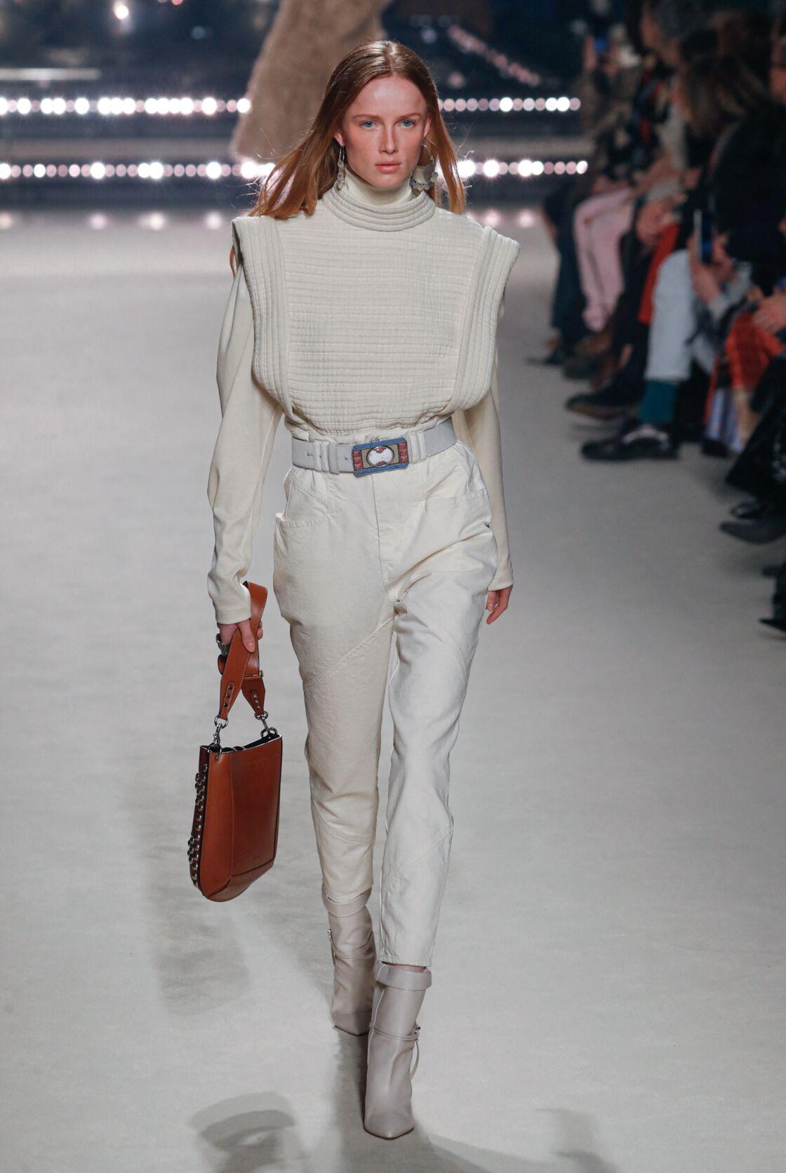Isabel Marant imagine un pull sans manches élégant et épais à col rond cet Automne-Hiver 2020-2021
