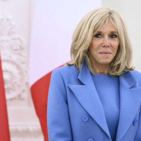 """Brigitte Macron, romantique: elle jouait la """"boîte aux lettres"""" pour les courriers du coeur de ses amies"""