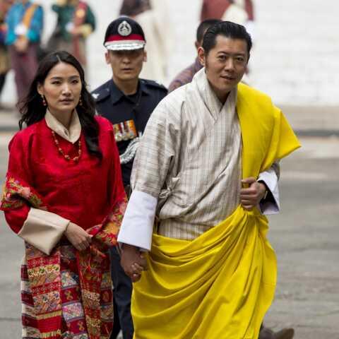 PHOTO – Le roi et la reine du Bhoutan fiers de leur fils cadet qui a bien grandi