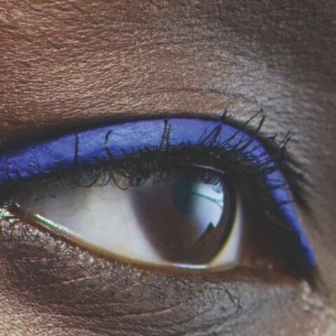 PHOTOS – Maquillage des yeux: osez l'eye liner coloré!