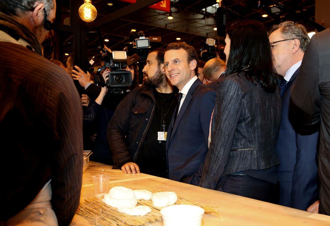 Emmanuel Macron et son ex-garde du corps Alexandre Benalla, au Salon de l'Agriculture de Paris, en mars 2017.