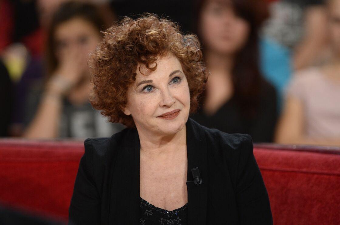 Marlène Jobert sur le plateau de Vivement dimanche, à Paris le 3 décembre 2014.