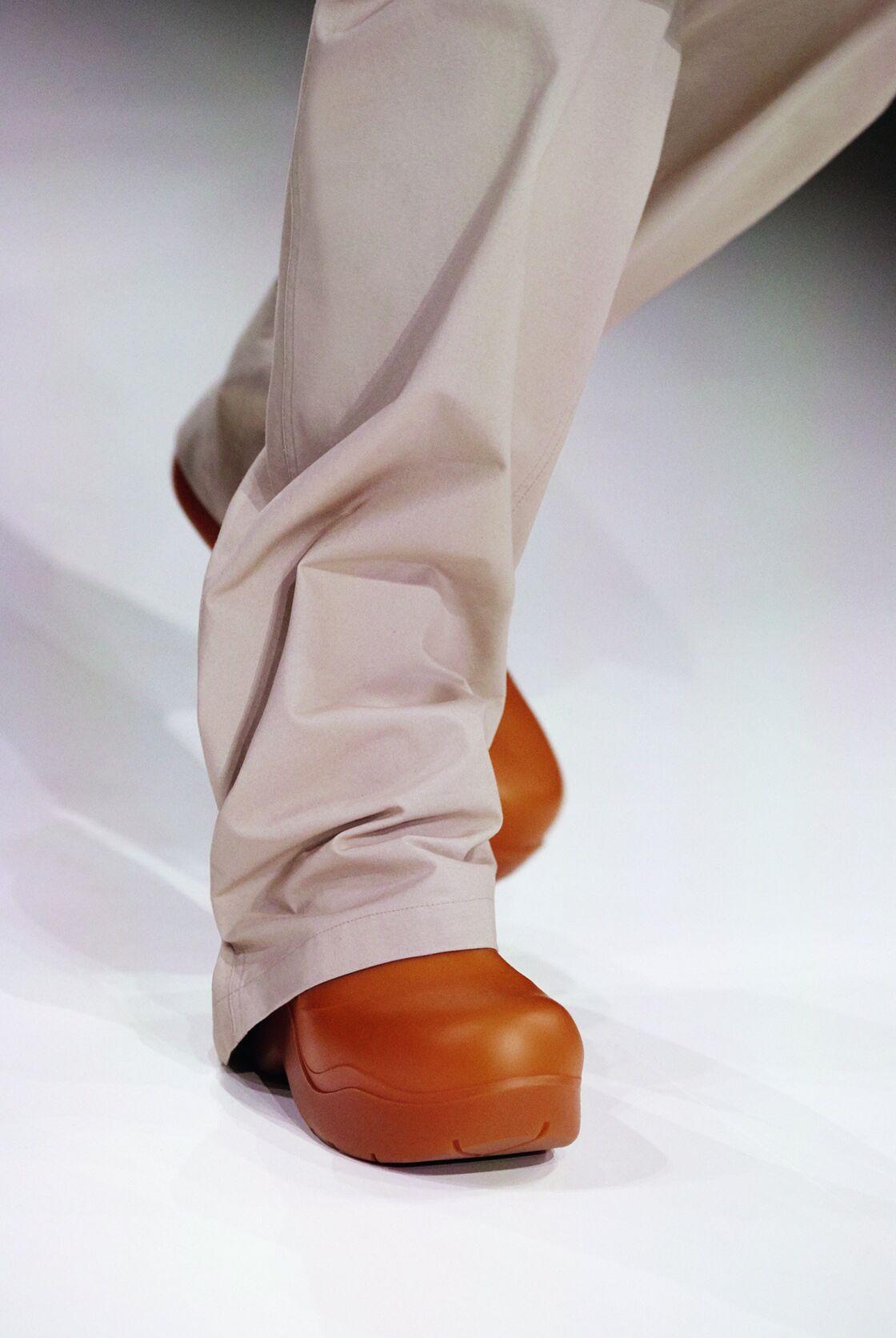 La botte de pluie est revisitée pour l'automne-hiver 2020-2021 chez Bottega Veneta