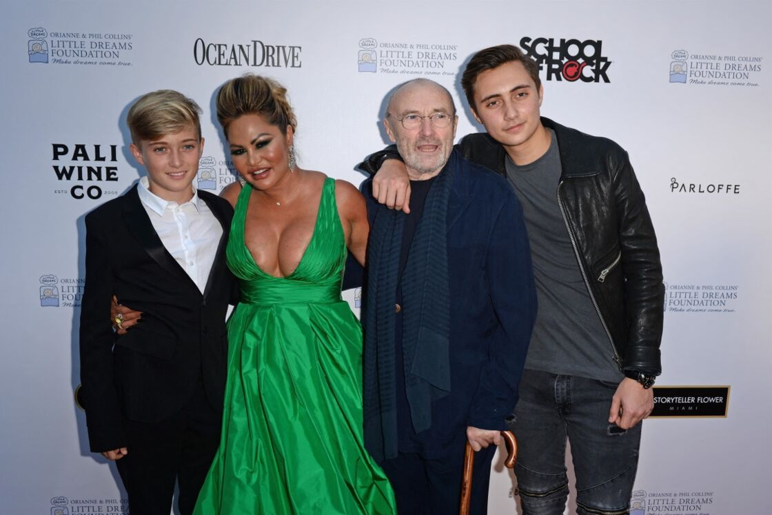 Phil Collins, Orianne Cevey et leurs deux fils Matthew et Nicholas au photocall de la soirée de gala