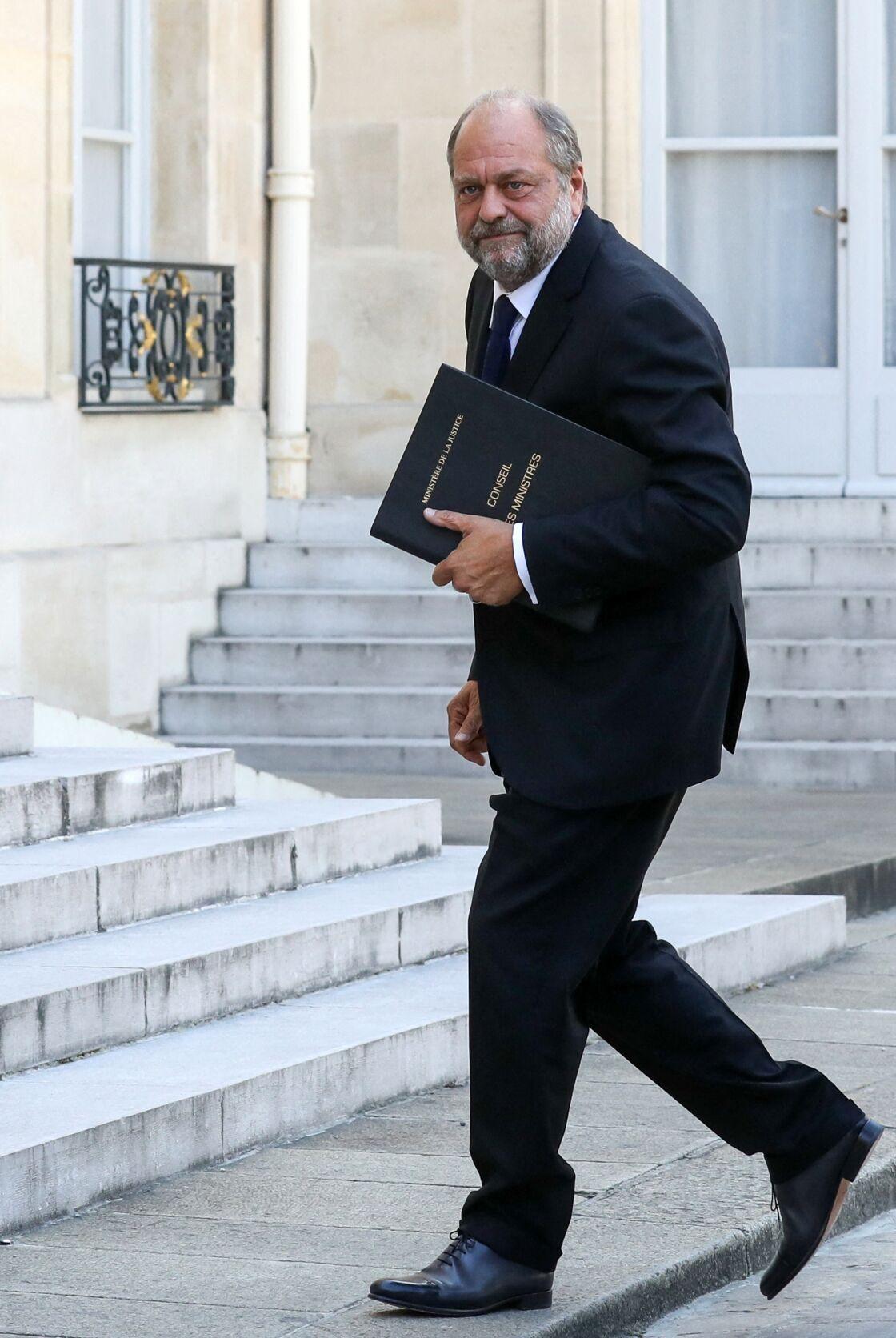 En cette période de crise, Éric Dupond-Moretti, le compagnon d'Isabelle Boulay, ne chôme pas.