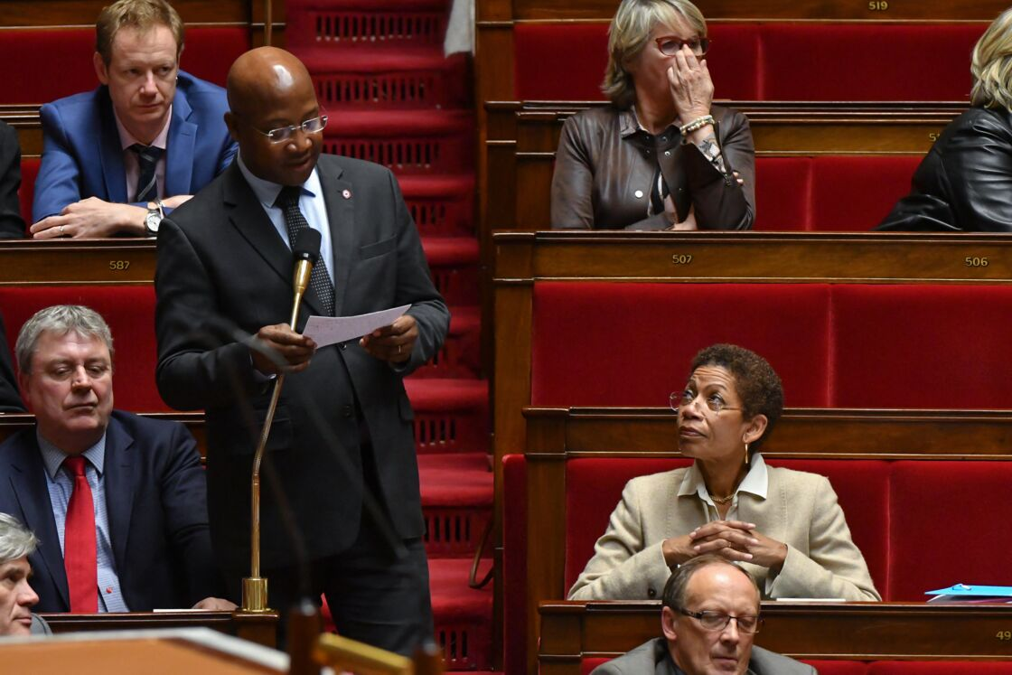 Gabriel Serville lors d'une séance de questions au gouvernement à l'Assemblée Nationale à Paris, le 22 novembre 2017.