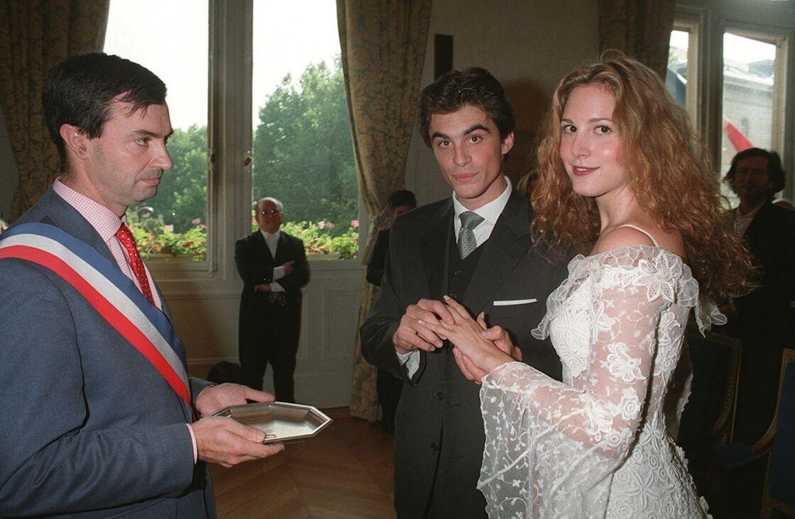 Raphaël Enthoven et Justine Lévy se sont mariés en septembre 1996 et ont divorcé en 2000, quand le philosophe a rencontré Carla Bruni