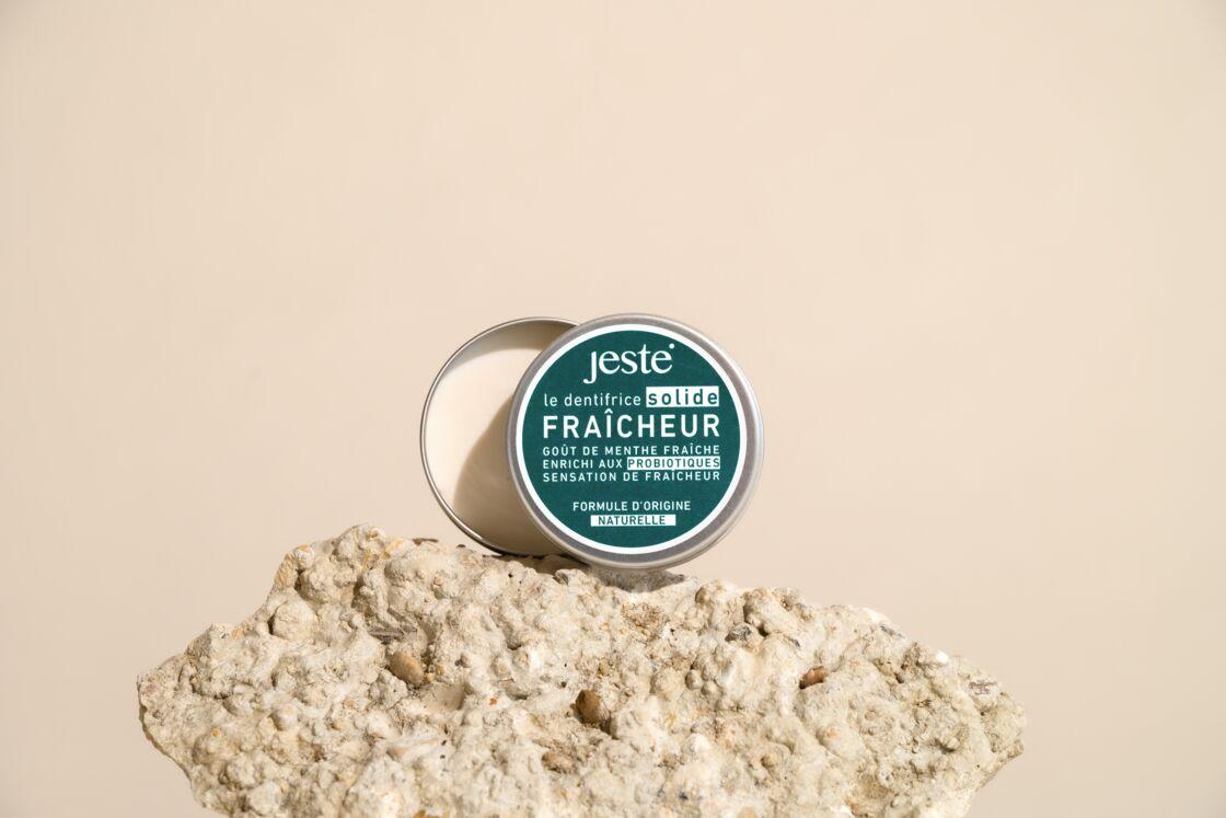 Un dentifrice solide, facile à transporter et idéal pour avoir une haleine fraiche (Dentifrice Solide, Jeste, 9,90 ô, jeste.co)