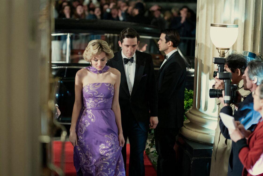 Emma Corrin et Josh O'Connor dans les peaux de Lady Diana et du prince Charles dans la quatrième saison de The Crown. À découvrir dès le 15 novembre 2020 sur Netflix