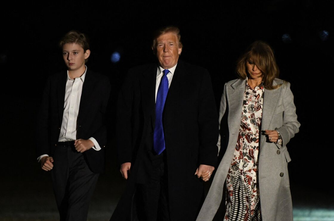 Barron, Donald et Melania Trump arrivent à la Maison Blanche après avoir passé le week-end à Mar-a-Lago, le 18 février 2019.