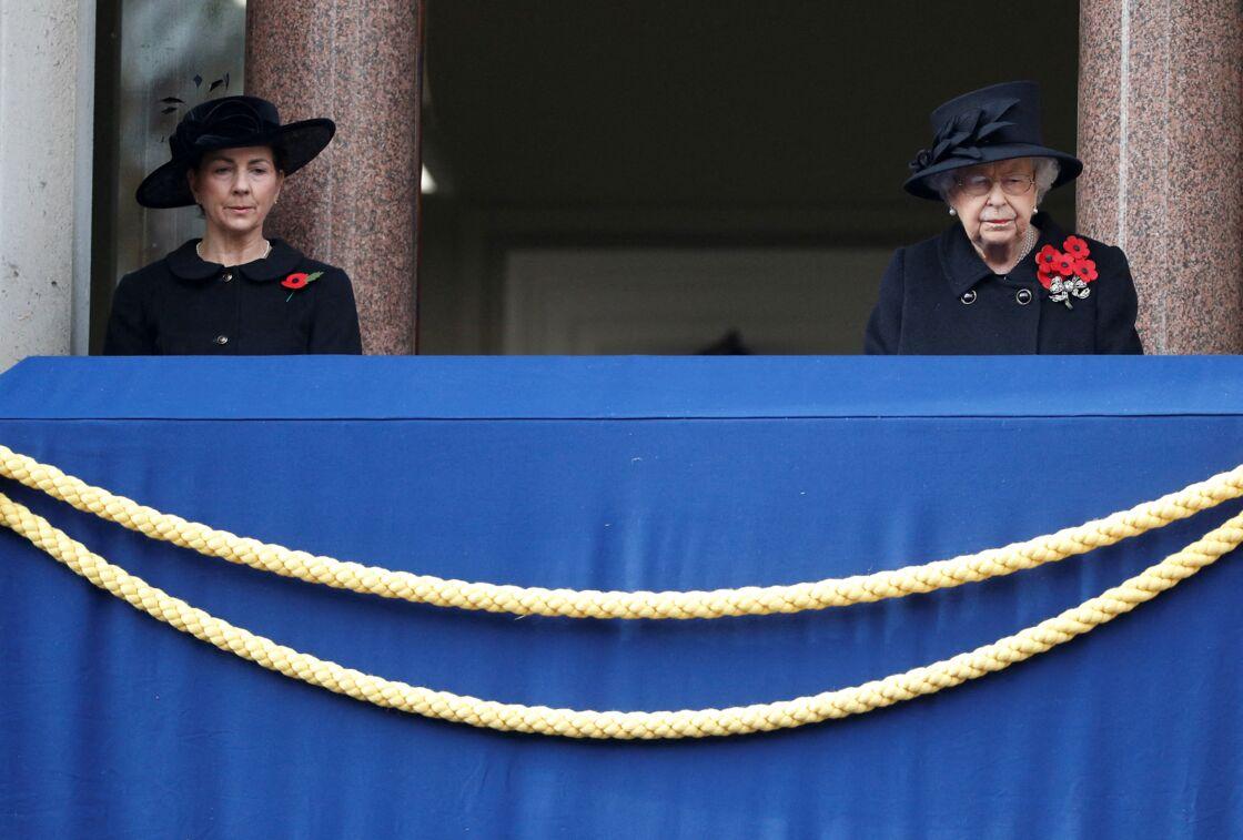 Susan Rhodes et la reine Elizabeth au Cénotaphe de Londres, le 8 novembre 2020.