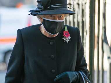 PHOTOS - Elizabeth II élégante et raffinée pour sa 1ère sortie officielle avec le masque