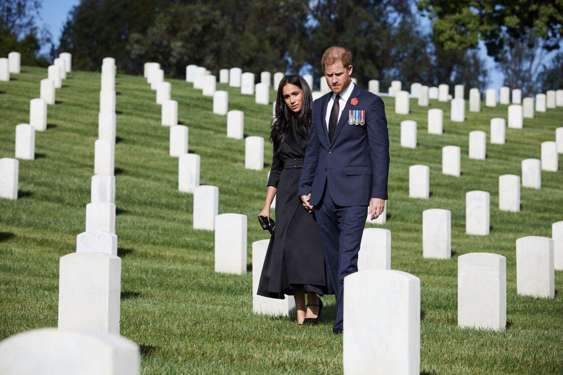 Meghan Markle et le prince Harry au cimetière national de Los Angeles, le 8 novembre 2020.