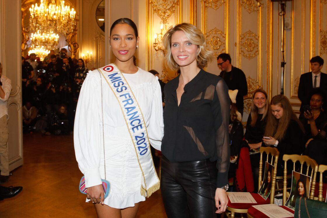 En raison de la crise sanitaire, Clémence Botino, Miss France 2020 (ci-dessus à gauche) a vécu un sacre très particulier.