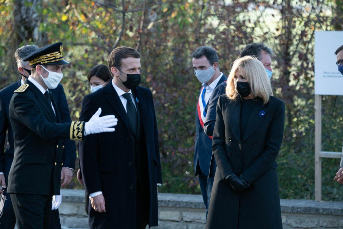 Brigitte et Emmanuel Macron à Colombey-les-deux-Églises pour un hommage à Charles de Gaulle ce lundi 9 novembre, à l'occasion du 50ème anniversaire de sa mort
