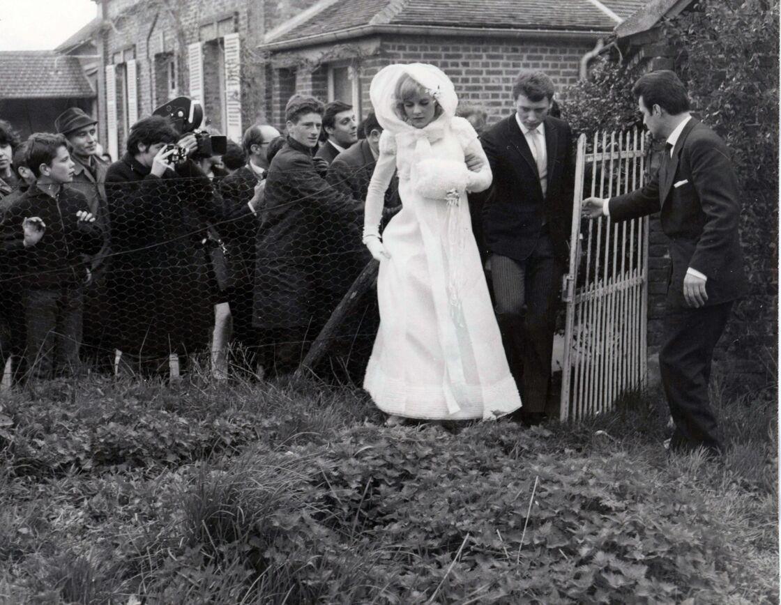 Sylvie Vartan et Johnny Hallyday lors de leur mariage le 12 avril 1965