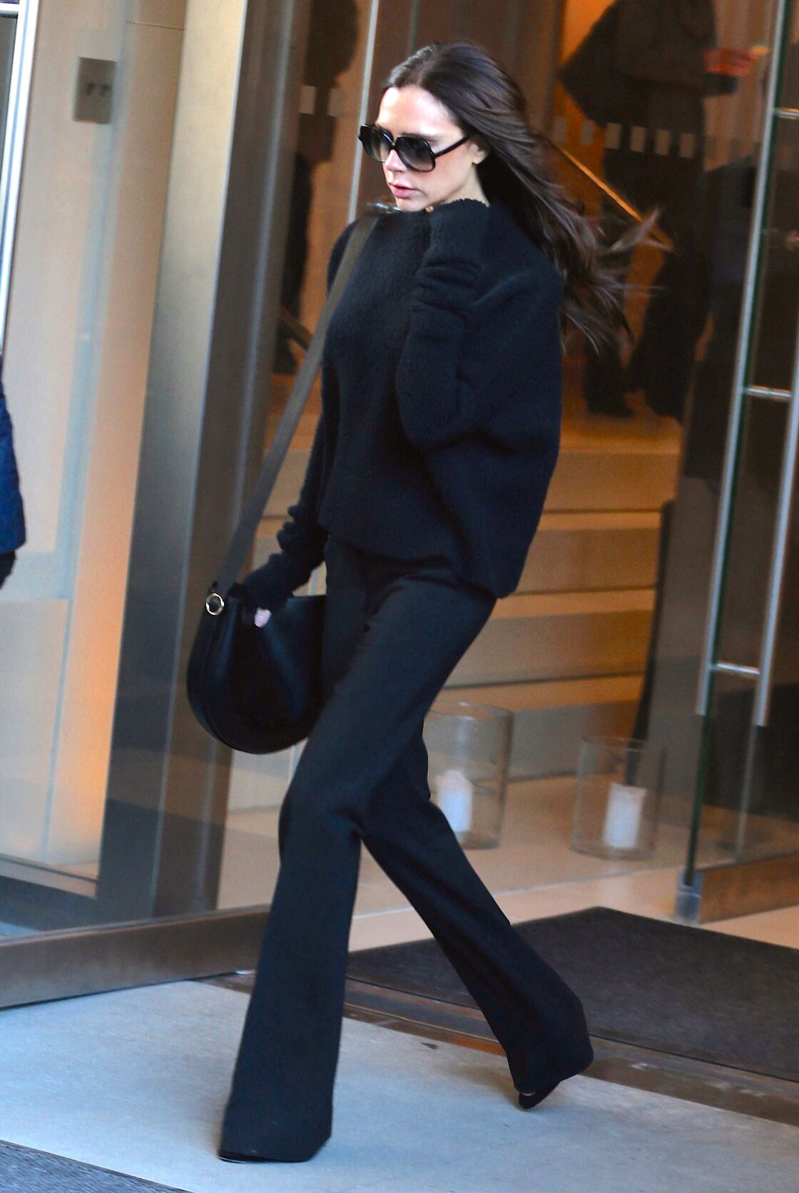 Avec sa tenue accordée, Victoria Beckham ne prend pas trop de risque.