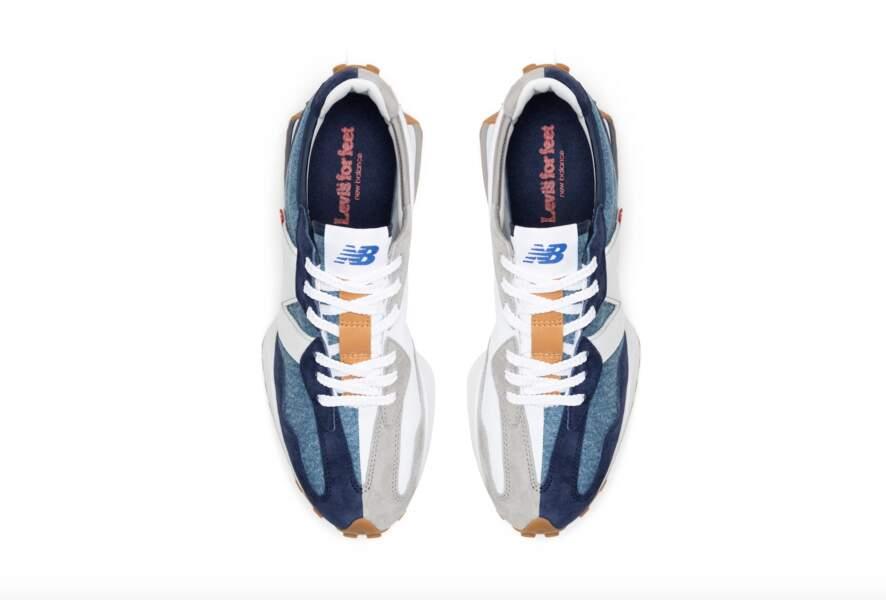 La sneaker 327 de la collaboration Levi's x New Balance indigo est une réinterprétation de la 320 (chaussure de course originale de New Balance).