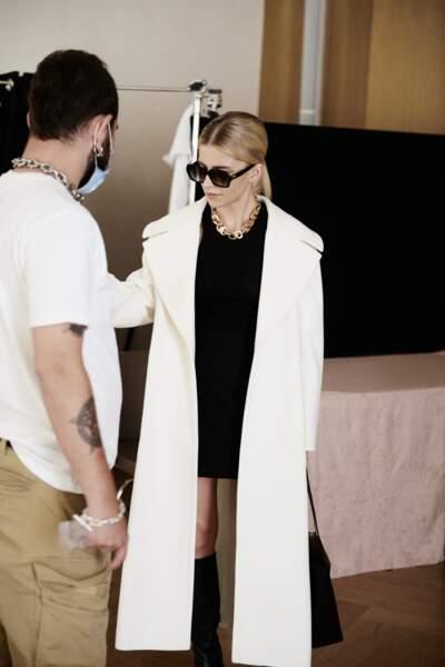 Manteau relaxed fit en laine vierge long, 749€,  Hugo Boss et Caro Daur