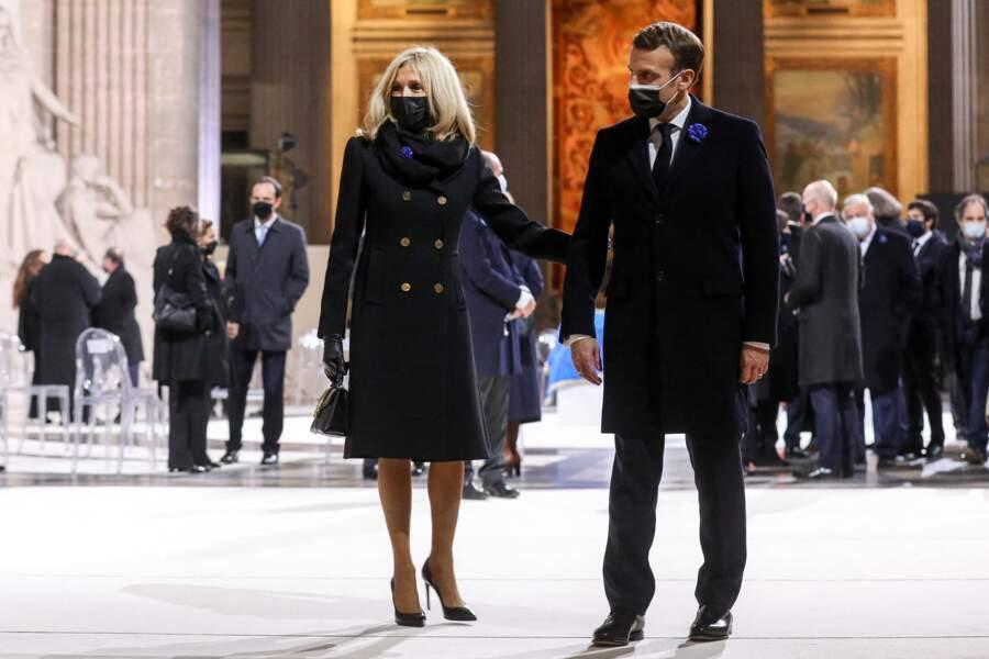 Brigitte et Emmanuel Macron sont arrivés bras dessus bras dessous au Panthéon