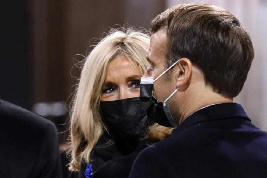 Brigitte Macron captivée par Emmanuel Macron