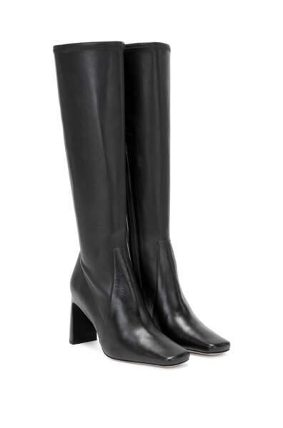 Bottes en cuir italien hauteur genoux, à bout carré 699€, Hugo Boss x Caro Daur