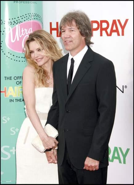 Michelle Pfeiffer et son époux, David E.Kelley à la première du film Hairspray, à Westwood, aux Etats-Unis, en 2007.