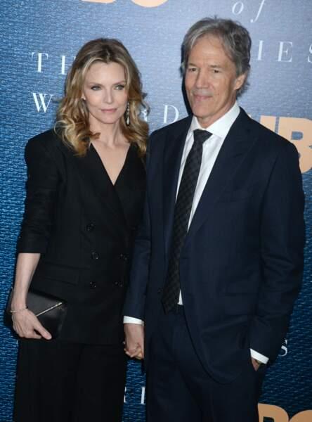 """Michelle Pfeiffer et son mari, David E.Kelle, à la première de """"The Wizard of Lies"""" à New York le 11 mai 2017."""