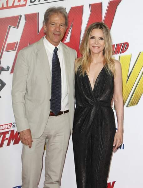 """Michelle Pfeiffer et son mari David E. Kelley à la première de """"Ant-Man and The Wasp"""", à Hollywood,  le 25 juin 2018."""