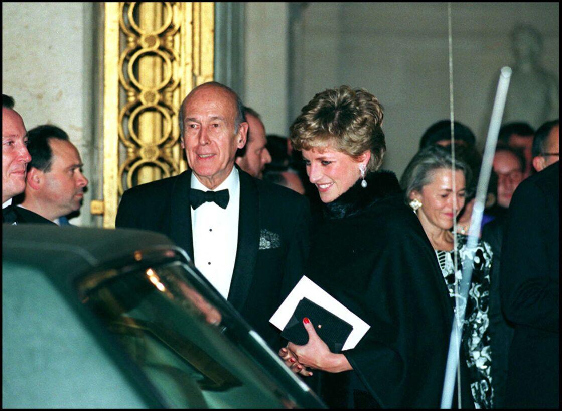 Valéry Giscard d'Estaing, en compagnie de Lady Diana, en novembre 1994.