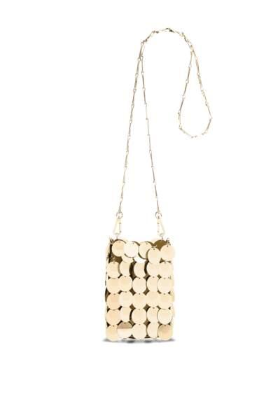 Mini sac iconic Paco Rabanne, 490 €. Disponible aux Galeries Lafayettes Champs Elysées.
