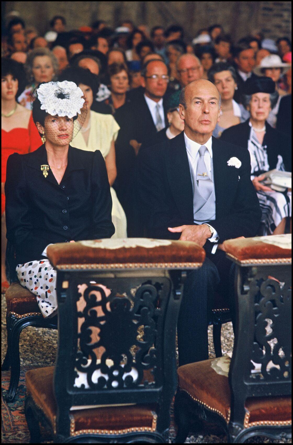 En public, Anne-Aymone Giscard d'Estaing a tenté de faire bonne figure, malgré les incartades de son époux.