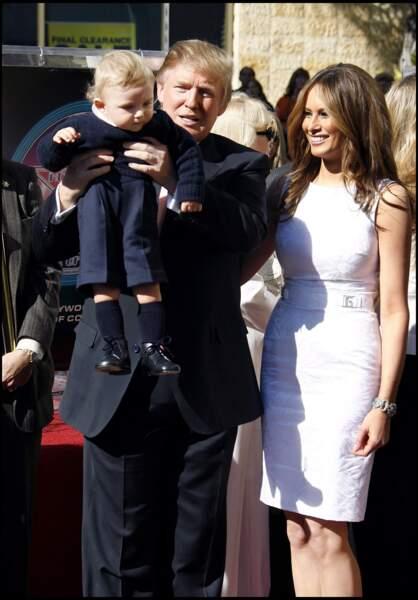 Barron Trump montré fièrement par son père aux photographes en 2007