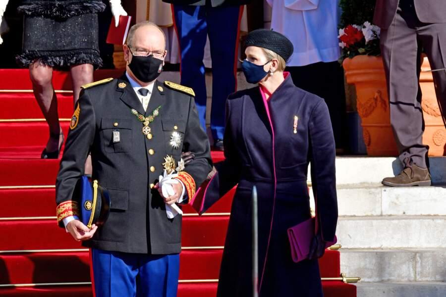 Le prince Albert II et son épouse Charlene sont apparus complices à leur sortie de la cathédrale de Monaco.