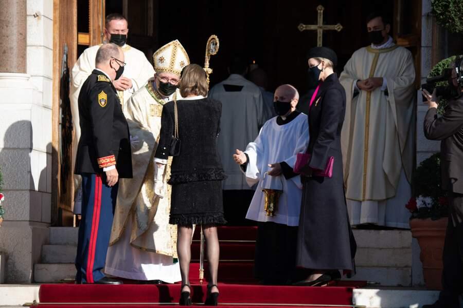 Le prince Albert de Monaco est apparu avec un masque noir.