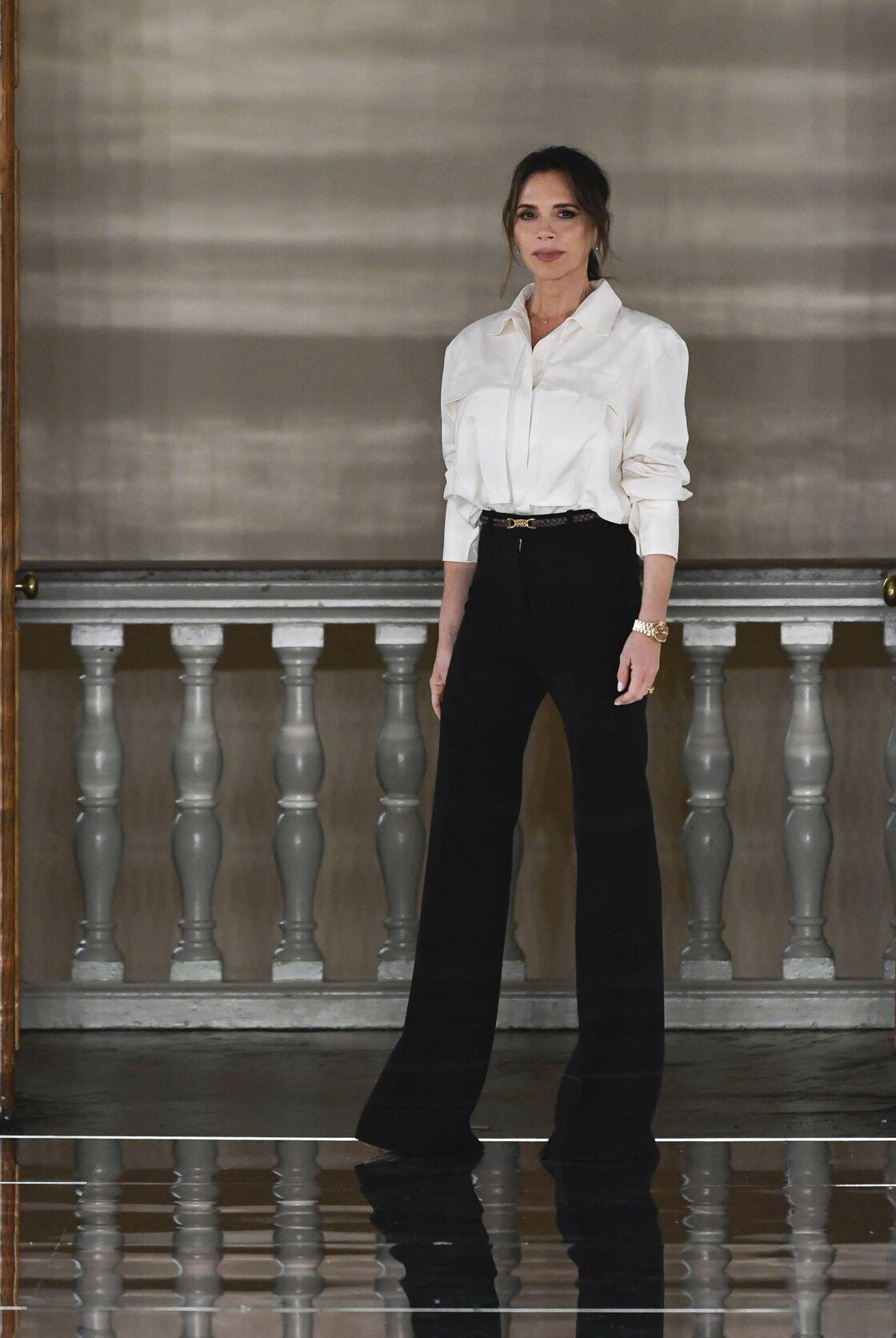 Victoria Beckham est une adepte de la chemise blanche masculine et cintrée
