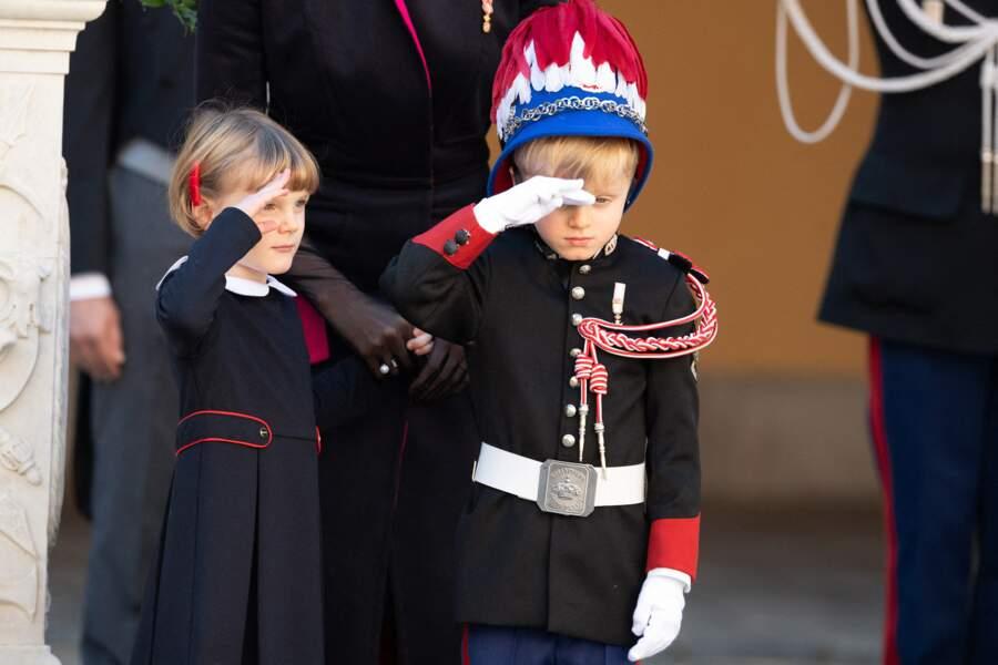Du haut de leurs cinq ans, Jacques et Gabriella de Monaco ont joué le jeu durant la Fête Nationale célébrée sur Le Rocher.