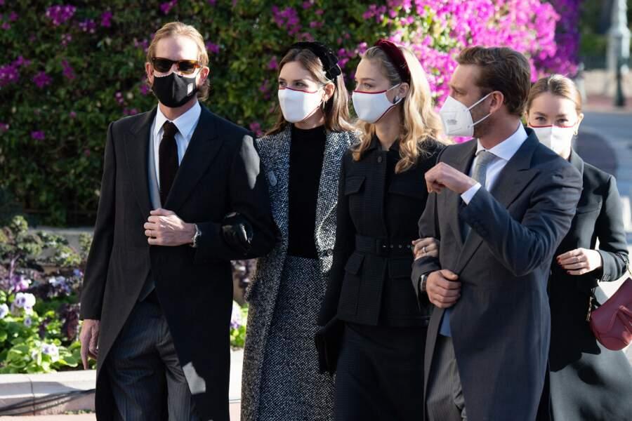 Les deux couples avaient optés pour des couleurs sombres et un masque de circonstance.