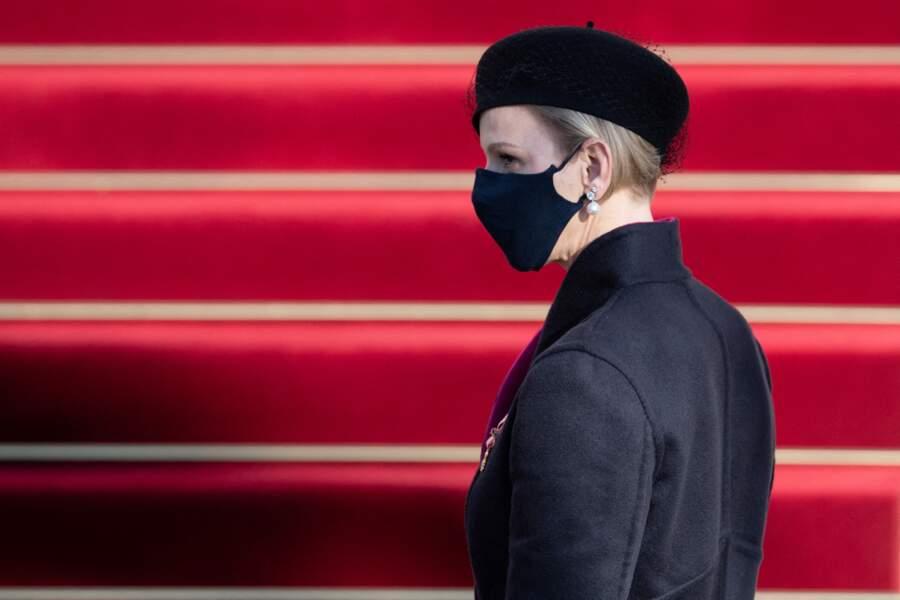 Charlène de Monaco est apparue masquée, un béret sur la tête, pour la fête nationale.