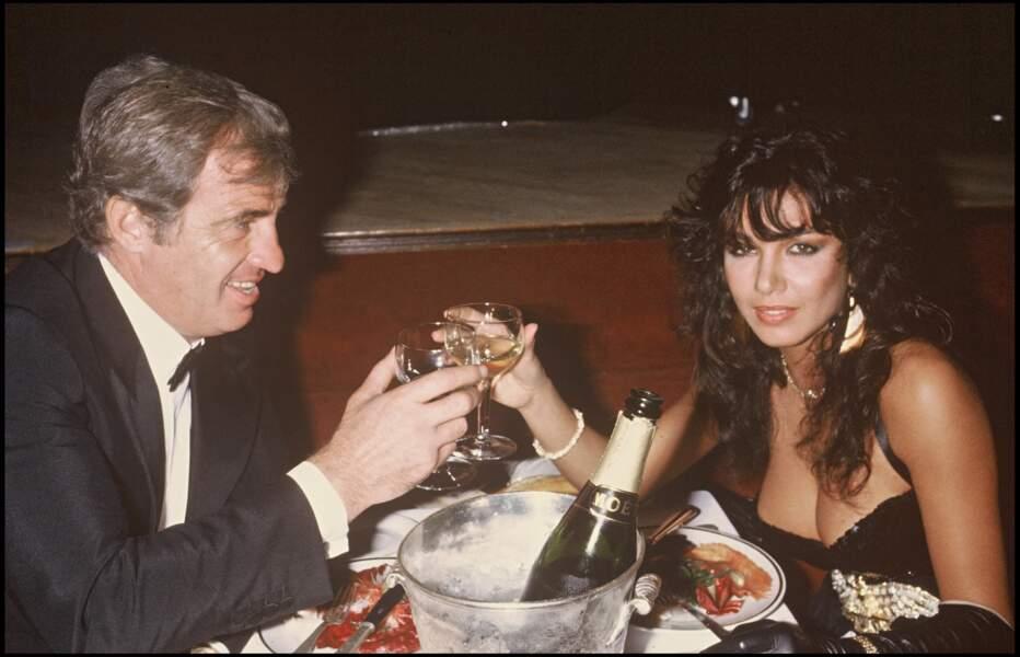 Jean-Paul Belmondo et sa compagne Carlos Sotto Mayor en 1982