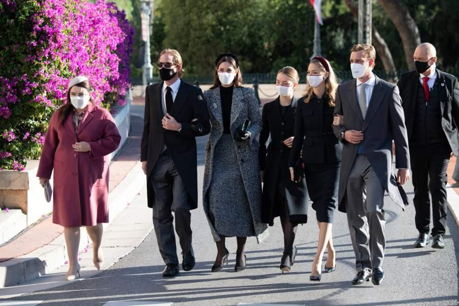 En couple ou en solo, tous sont venus masqués pour la cérémonie en la cathédrale de Monaco.