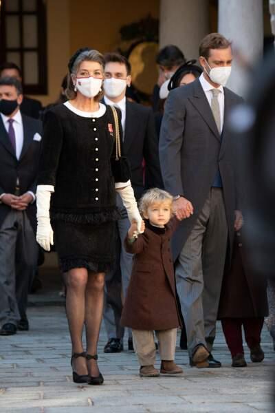 Une fois de plus, Caroline de Hanovre a prouvé qu'elle était proche de ses petits-enfants, en tenant par la main le fils de Pierre Casiraghi lors de la Fête Nationale de Monaco.