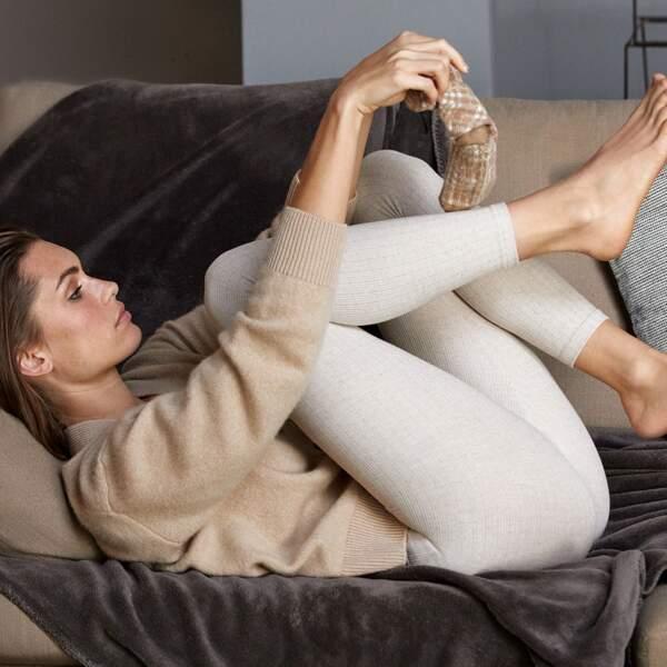 Cardigan en cachemire et soie - Falconeri, 397 € et legging côtelé avec cachemire - Calzedonia, 22,95 €