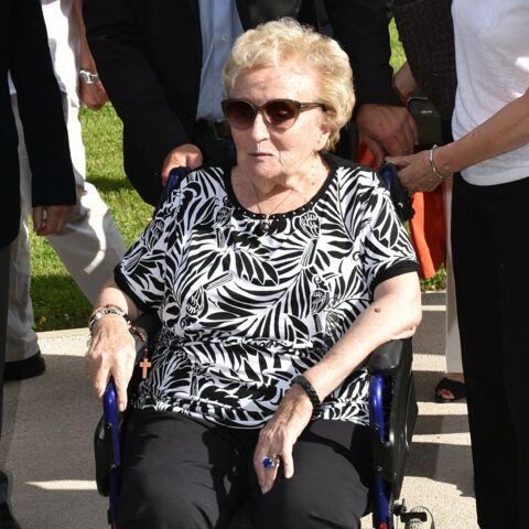 Bernadette Chirac masquée et en fauteuil roulant: cette rare sortie avec sa fille Claude