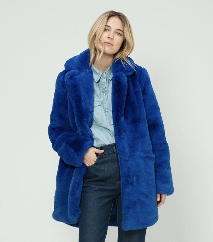 Le manteau Chiara, (ici le modèle Neon Blue à 425 €) : l'icône de la marque Maison R&C